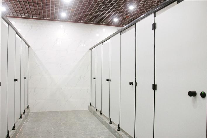 龙塘社区公园公厕内部,干净亮堂.