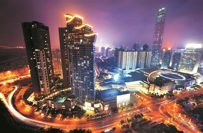 2018年,中国的改革开放进入到了第四十个年头。作为中国改革开放排头兵的深圳,一路大胆探索、不断创新,以敢为天下先的气魄,引领中国经济体制改革风潮,一路披荆斩棘、高歌猛进,从一个边陲小镇变成了高楼林立的国际大都市。 回顾改革开放四十年的建设历程,房地产业的发展起着不可磨灭的作用。改革开放以来,中国诸多影响深远的改革都始于深圳:住房制度改革、招标、投标、产权、拍卖、按揭随着国家改革开放的持续发展,深圳房地产业高擎创新大旗,并逐步成长为全国样板房典范,对全国具有示范和借鉴意义。 站在改革开放前沿的深圳,