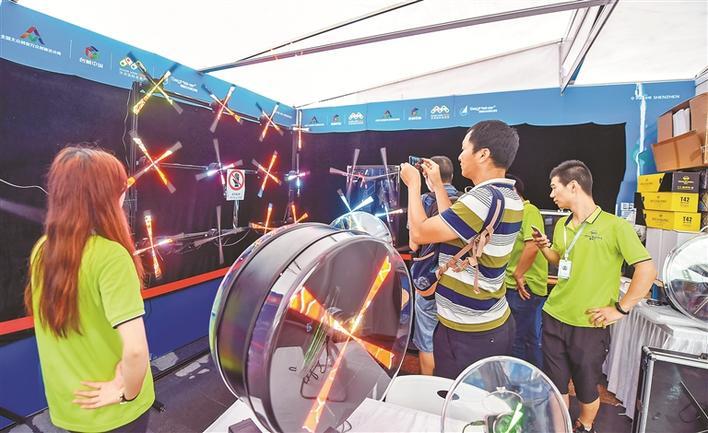 酷炫科技亮相台湾18成人网 市民热情体验