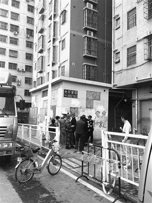 深圳缉私局_深圳市龙华新区规划土地监察局公告---深圳特区报